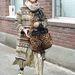 New York-i divathét: Az egyik vendég ebben az összeállításban ment el a Thakoon showjára. Stílusát nehéz lenne meghatározni.