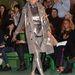 Idős modell tetőtől-talpig ezüstben Jean Paul Gaultier kifutóján.