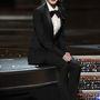 A 2011-es Oscaron pedig fehér inggel és nyakkendővel.