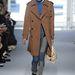 A klasszis teveszínű kabát azért nem megy ki a divatból jövőre sem.