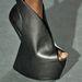 Cipővonalon pedig Alexander McQueen 2010-es kollekciójából merített ihletet.