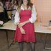 Sarah Jessica Parker legrosszabb 80-as évek beli ruházati emlékeinket idézi. Fehér ing a Dolce & Gabbana csipkeruha alá? Lábfej nélküli, fekete harisnya???