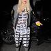 Rita Ora talpig Donna Karanban a Los Angeles-i reptéren.