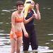 Kobke (bal oldalt, bikiniben) fűző nélkül sem volt kövér.