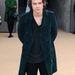 Harry Styles, híres énekes ilyen szettben ment el a Burberry Prorsum 2014-es téli ruháinak bemuttaójára. nem gondolta túl.