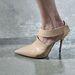 Klasszikus hegyesorrú cipő Narciso Rodrigueztől.