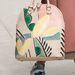 A Burberry befestette cipőit és táskáit.