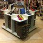 Tamaris: a bolt, ahol nem szoktunk vásárolni. A művelúr, színes körömcipők egységesen 13990 forintba kerülnek. Ebben a műfajban sok az olcsóbb versenyző.