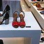 Gino Rossi: gyönyörű és kéányelmes cipők, szandálok, de meg is kérik az árukat. És ezek itt a kirakatban talán nem is kényelmesek. 42900 - 47900 Ft