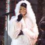 Rihanna sem veti meg a puha szőrmés szereléseket. Biztos nem lenne ilyen boldog, ha tudná, mennyit szenvednek a sarki rókák.