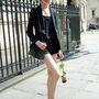 A street style fotósok is vadásznak rá a divathetek alatt: 2012 júliusában így indult a párizsi haute couture divathéten dolgozni.