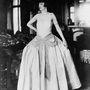 A 11 testvérrel megáldott tervezőnő Constantin Lanvin és Sophie White első gyermekeként 1867 január 1-én született Párizsban. Lanvin ruha az 1900-as évek elejéről.