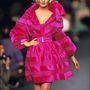 A rózsaszín kabát is gyakran felbukkan a kollekciókban. Párizs, haute couture bemutató, 1992 ősz-tél.