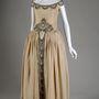 Az 1920-es évektől férfi ruházattal, szőrmékkel, parfümgyártással és lakberendezési tárgyakkal is foglalkozott Jeanne Lanvin. Ezt a lanvin selyemruhát  Mrs. Charles S. Dewey viselte 1927-ben.