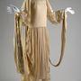Ezt a menyasszonyi ruhát Lanvin 1924-ben tervezte, ma a Chicago History Museum tulajdona.