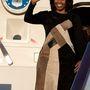 Még soha senkit nem láttunk egy több órás, fárasztó repülőút után olyan üdén és vidáman lepattanni repülőgépről, mint Michelle Obamát és társaságát.