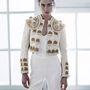 A H&M szereti matadornak öltöztetni vásárlóit. A kabátka 399 dollár. A kezeslábas 70 dollár, hazai áron 14990 forint.