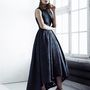 Azb aszimmetrikus fekete ruha 50 ezer forint körüli áron kelleti majd magát.