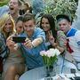 Csoportos szelfi is volt. A képen Dukai Regina és Debreczeni Zita mellett Csalár Bence, divatblogger, valamint Gallusz Niki látható.