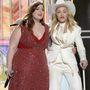 Madonna is előszeretettel lép fel nadrágkosztümben.