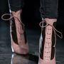 Johnathan Saunders biztosra ment, Louboutin cipőkkel mutatta be kollekcióját.