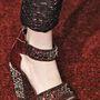 Szupernőies bokapántos cipő kövekkel kirakott sarokkal az Erdemtől.