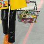 Tornacipő a Chaneltől lakk nadrággal és bevásárló kosárral. Ha nem Lagerfeld csinálta volna, azonnal tiltólistára került volna.