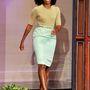 Michelle Obama ceruzaszoknyában, pasztell színekben.