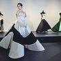 Charles James: Beyond Fashion címmel nyitja meg kiállítását a New York-i Metropolitan Museum.