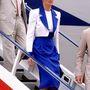 1989, Dubai: Diana ismét Catherine Walker ruhában van, kapalja Philip Somerville munkája. Neki villantás nélkül is megy az érkezés.