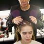Egy egészségesen csillogó szép hajú ügyfélnek a fodrász nehezebben mondja azt, hogy kezelésre szorul a haja.