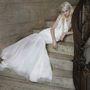 Lépcsőn szomorkodó modellekkel mutatta be kollekcióját Vera Wang.
