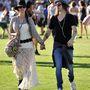 A nem híres fesztiválozók is követik a divatot, de ha lehet, rajtuk még rosszabbul áll a kalap, a hippizsák és az átlátszó alsórész.