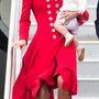 1. nap. április 7.: Katalin György herceggel karján érkezik meg az új-zélandi Wellington katonai repülőtérre az ausztrál turné első napján. Catherine Walker kabátruhában villant lábat. A végül rossz választásnak bizonyuló kabát volt a gardrób legdrágább darabja a 7 ezer fontos, azaz 2,6 millió forintos árral.