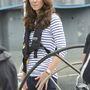 5. nap, április 11.: Katalin egy America's Cup yacht-on, mentőmellényben. Felsője a brit ME+EM márkától van. 48 font, 18 ezer forint, és már az összes elkelt.