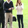 7. nap, április 13.: A hercegné háromszor öltözött át! Itt épp Jonathan Saunders pulóverben néz rögbimeccset.