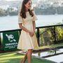 14. nap, április 20.: A mise után elment a hercegi család a Taronga állatkertbe. Katalin ezt a ruhát egyszer már megmutatta, 2012-ben, a Salamon-szigeteken, a gyémántjubileumi körúton. Lábán ismét Stuart Weitzman cipő, 395 dolláros.
