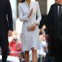 14. nap, április 20.: Másnap húsvéti misére érkezett a hercegné a Sydney-i St Andrew's katedrálisba Alexander McQueen kabátruhában. 1573 font, 592 ezer forint.
