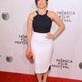 America Ferrera Roland Mouret ruhában pózol az X/Y  premierjén, a Tribeca Filmfesztiválon. Nagy sláger a fekete-fehér.