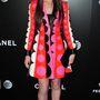 Hailee Steinfeld tarka, retro hangulatú  Valentino ruhában mosolyog a Begin Again április 26-i premierjén.