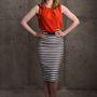 Gillian Jacobs egy kevésbé csillogó, de csinos ruhát vett fel a film hivatalos portréfotózására.