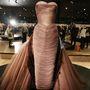 Charles James-t Amerika első couture-dizájnereként emlegetik, híres Pillangó fantázianevű estélyijét is megnézhetik a látogatók.