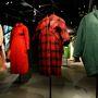 A tervező elsősorban estélyi ruháiról híres, pedig Harrod's-ban árusított kabátai is megérnek egy misét.
