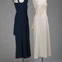 1934-es estélyi, és annak reprodukciója, mely jól szemlélteti a szabásvonalakat. Az eredeti ruhát  Mrs Walter S Carr, született Mary Conway Adams viselte.