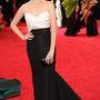 Anna Kendrick fekete-fehér J. Mendel ruhában.