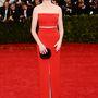 Anne Hathaway végre megtalálta stílusát. Calvin Klein ruha.