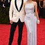 Joshua Jackson és Diane Kruger. A színésznő az 50-es évek hollywoodi díváit idézi a Hugo Boss estélyiben.