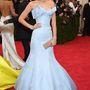 Leonardo DiCapria barátnője, Toni Garrn is az 50-es évek stílusában öltözött fel.