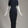 Nyomokban felfedezhető a Nina Ricci ruhán Charles James hatása.