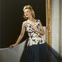 A fotó 1945-ben készült egy különleges képrögzítő eljárással. A ruha sem rossz persze.